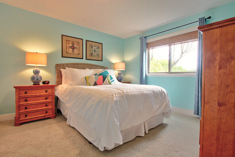 Blue Guest room, queen bed, room darkening curtains