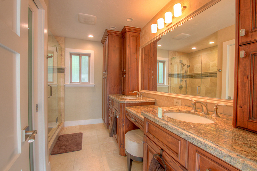 Guest bath room, two sinks and lots of counter space for extra people